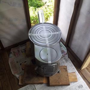 サウナ小屋をDIYする⑥ 壁を貼り、断熱材を入れる