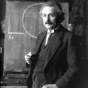 今日はアインシュタイン記念日