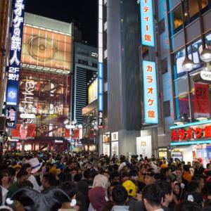 渋谷ハロウィン2019に集まりコスプレ写真を撮り合う