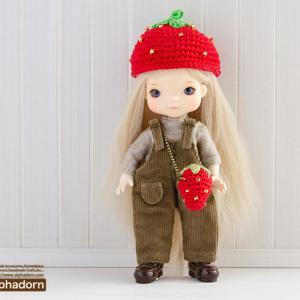 1月15日も「いちごの日」なんですってよ♪ってことで、オビツ11サイズのあみぐるみいちご帽子