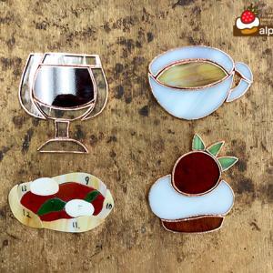 ワイン&マルゲリータ、ミルクティー&いちごケーキのステンドグラスサンキャッチャー(過程その1)