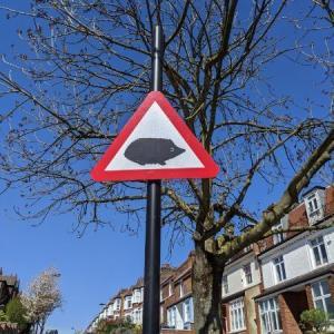 イギリスで見かける面白い道路標識