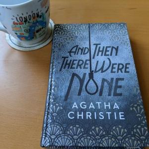 アガサ・クリスティの名作『And Then There Were None』を読んでみた【洋書レビュー・英語多読】