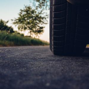 輸入タイヤが安い!コストを下げたいならネット注文がオススメ