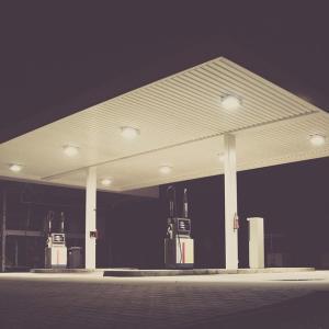 ガソリン価格が急上昇中?家計への影響はいつまで続くのか