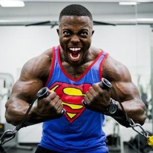 ダンベルで胸のトレーニング!鍛えるメリットや鍛え方は?