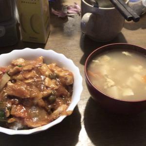 ズボラおやじの簡単レシピ(69):鶏チリ丼(具沢山バージョン)