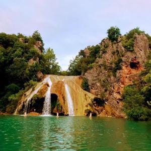 オクラホマ人気の滝。チュービングもできる【(ターナー滝)Turner Falls】