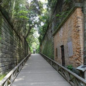 レンガ造りの旧海軍・要塞跡が残る無人島「猿島」への日帰りアクセス方法と見どころをご紹介