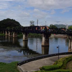 泰緬鉄道の名所「クウェー川鉄橋」や「アルヒル桟道橋」をバンコクから日帰りで観光する方法