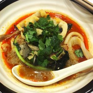 【中毒患者】中国に来て麻辣湯にどハマりする。【张亮麻辣烫】