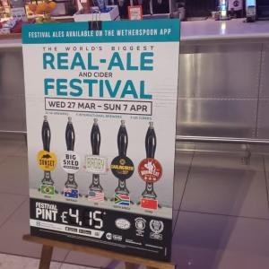 ザ フライング チャリオット ~ヒースロー空港で優雅にビール飲み比べ~