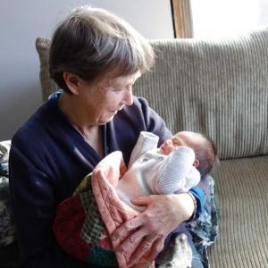 初孫を抱きに行ってきました。