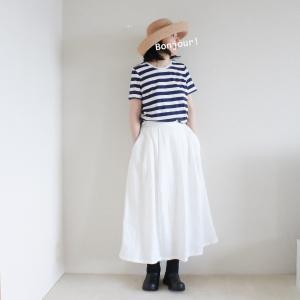 身長詐称と、リネンの白いスカートの着用画像。