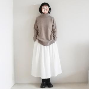 冬の白いスカート、着用画像。