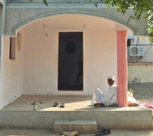 インドの家のドア、鍵が無い家