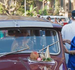 車をお祈り(インド文化)