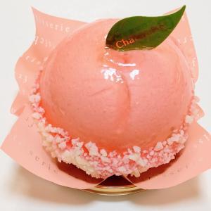 シャトレーゼ まんまる白桃ケーキとフルーツぎっしりショートケーキ