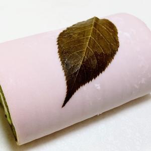 京はやしやがプロデュースするカフェ「林屋新兵衛」春季限定桜の抹茶ロールケーキ
