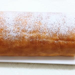 「治一郎のバウムクーヘン」と同じ素材から仕上げたスポンジ生地の「治一郎のロールケーキ」