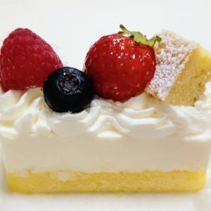 亀有 ラ・ローズ・ジャポネ レアチーズケーキとモンブランとティラミスロールケーキ