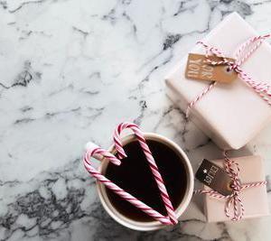 女性にあげると喜ばれるおすすめプレゼントともらってがっかりしたプレゼント