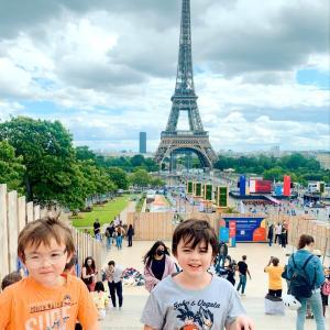 自由のためにパリのデモへ家族で挑んだら