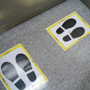 新型コロナウィルスの影響で京都ヨドバシのエレベーターはあちらを見よ