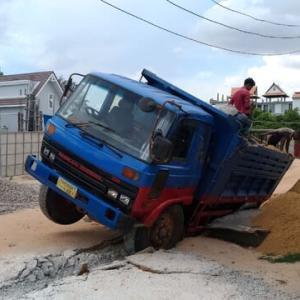 横転事故!?