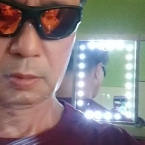 Angkor Marketで買った鏡とHUGO BOSS
