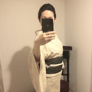 紬 単衣 椿模様 絹鼠(きぬねず)✖️ 木綿 黑