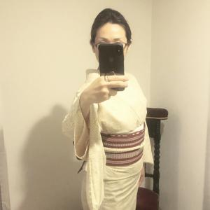 紬 単衣 椿模様 絹鼠(きぬねず)✖️ リバーシブル博多帯 朱緋(あけ)と白
