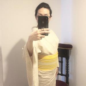 明日は別のきものを着よう。紬 単衣 椿模様 絹鼠(きぬねず)✖️ 半巾帯 首里花織