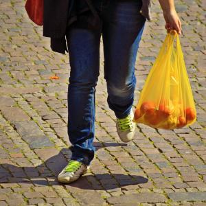 スーパーのレジ袋が課税対象に【2020年5月1日施行】