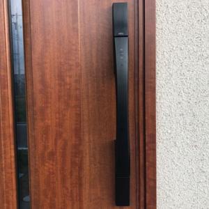 住友林業の注文住宅 玄関タイルと玄関ドアの色
