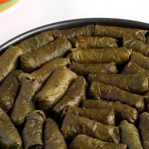 ★旧ソ連圏の料理★ ブドウの葉の酸味がクセになる肉詰め ドルマ Долма