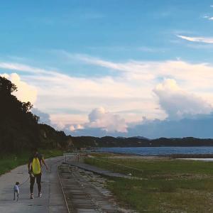 夏もおわり淡路島の小さな町の海沿いを散歩しています、心が穏やかになります。
