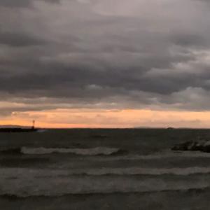 台風通過直後の海。淡路島の海沿いに移住するリスクとは。