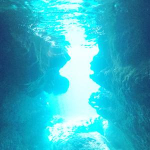【宮古旅】伊良部島の青の洞窟、キラッキラの光が幻想的ー!!【シュノーケル三昧♡】