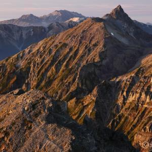 山登りのひざ痛防止対策 ~三種の神器で長く山登りを楽しもう~