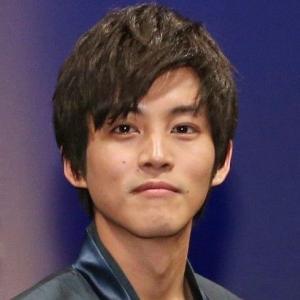 【悲報】松坂桃李さん、「デコ出し」写真に薄毛疑惑が浮上する・・・・