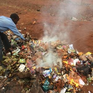 南アフリカ共和国 ~校内清掃活動~