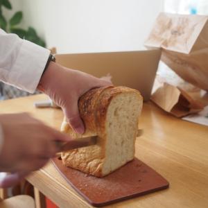 夫が薪窯で焼くパンを買ってきた