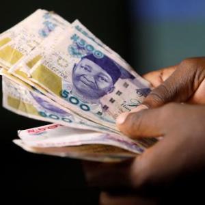 ナイジェリア政府笛吹けど、踊らない銀行にはペナルティ