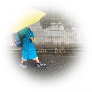雨の日の登校。