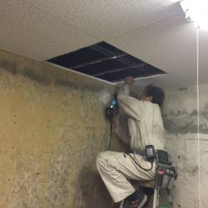 別荘のリフォーム〜電気工事に伴う天井張替え工事完成の巻