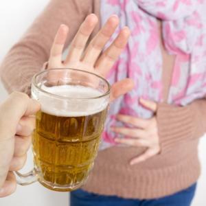 酒癖が悪い女性は結婚できない?断酒しないと一生独身かもね