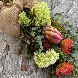 夏の生花はワイルドフラワーのスワッグです