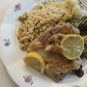 レシピ☆チキンソテーのレモンガーリックソースと、オリーブ入り地中海風クスクス