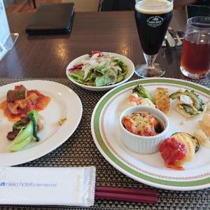 コロナ禍で旅行に行けない!JALのマイルは、紙のクーポンに交換してホテルで食事!